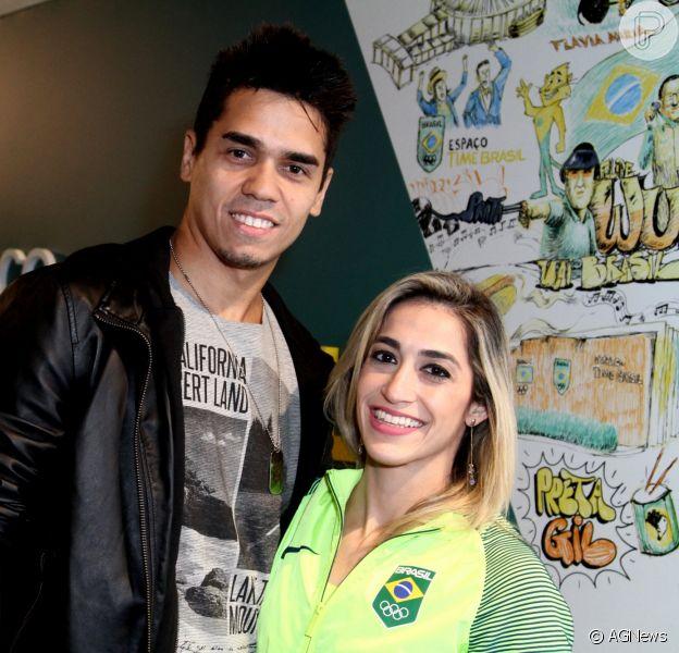 Daniele Hypólito foi pedida em casamento pelo namorado, Fábio Castro, conta o colunista Bruno Astuto, da revista 'Época', neste domingo, 23 de outubro de 2016