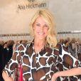 Ana Hickmann apostou em um vestido com fenda para lançar a coleção inverno da sua grife