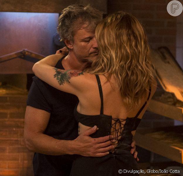 O primeiro beijo de Lenita (Leticia Spiller) e Vittorio (Marcello Novaes) agitou as redes sociais nesta segunda-feira, dia 24 de outubro de 2016