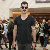 Juliano Cazarré conta no SPFW que usava saia na faculdade: 'País machista'
