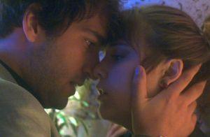 'A Lei do Amor': Tiago volta a procurar Isabela e os dois transam em hotel