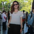 Camila Coutinho usa modelo À La Garçonne para assistir ao desfile da grife no SPFW, no MASP, na segunda-feira, 24 de outubro de 2016