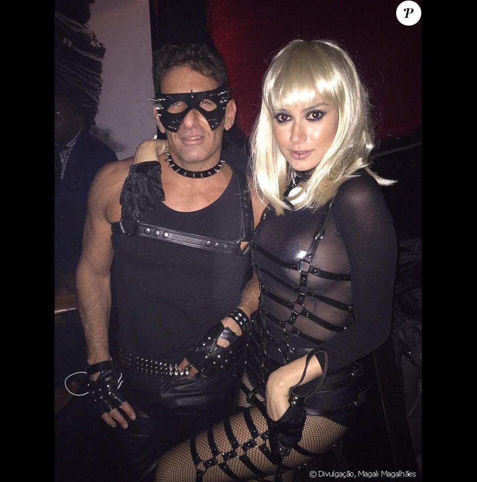 Thaila Ayala usou look fetichista para curtir festa em Nova York, na noite desta quinta-feira, 27 de outubro de 2016