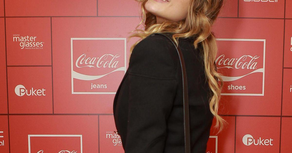 bd2bb2453 Sasha Meneghel usou um terno preto e uma bolsa estilosa para curtir a festa  da Coca-Cola Jeans, no PanAm Club, em São Paulo - Purepeople