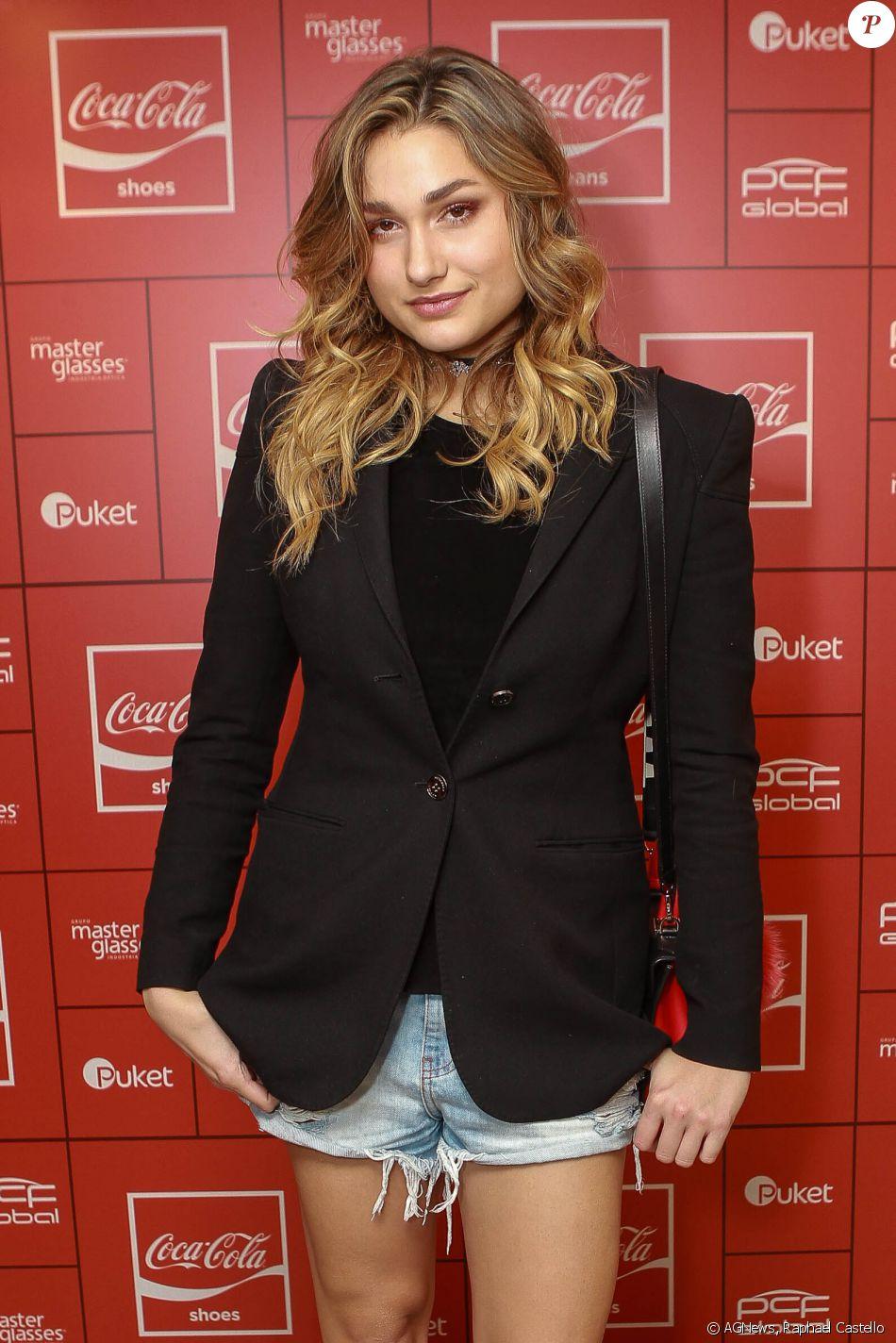 986c10dbe Sasha Meneghel usou um short jeans para curtir a festa da Coca-Cola Jeans,  no PanAm Club, em São Paulo