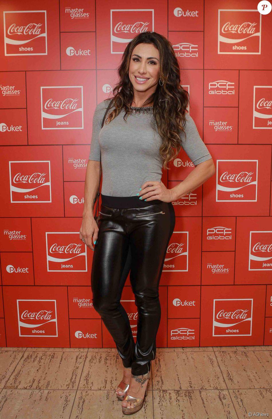 2565c1190 A ex-BBB Jaque Khury esteve na festa da Coca-Cola Jeans no PanAm Club, em  São Paulo