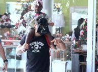 Bruno Gagliasso usa máscara de Darth Vader durante passeio com a filha, Títi