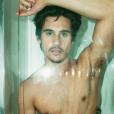 O ator Nicolas Prattes, de 'Rock Story', posou de cueca e exibiu o abdômen sarado em ensaio