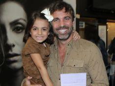 Marcelo Faria leva a filha à estreia de peça da mulher e Priscila Fantin. Fotos!