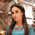 Melina (Carla Diaz) é surpreendida por balduínos quando está no deserto, na novela 'A Terra Prometida'