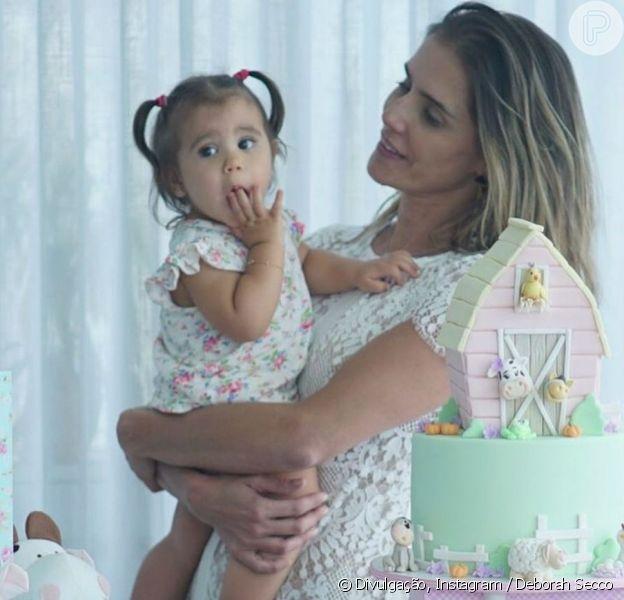 Deborah Secco fez uma festa para celebrar os onze meses da filha, Maria Flor, nesta sexta-feira, 4 de novembro de 2016