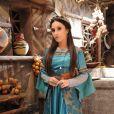 Melina (Carla Diaz) cospe em Yussuf (Iran Malfitano), no dia do seu casamento com o comandante, na novela 'A Terra Prometida'