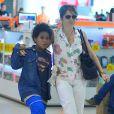 Drica Moraes embarcou com seu filho, Mateus, nesta sexta-feira, 11 de novembro de 2016