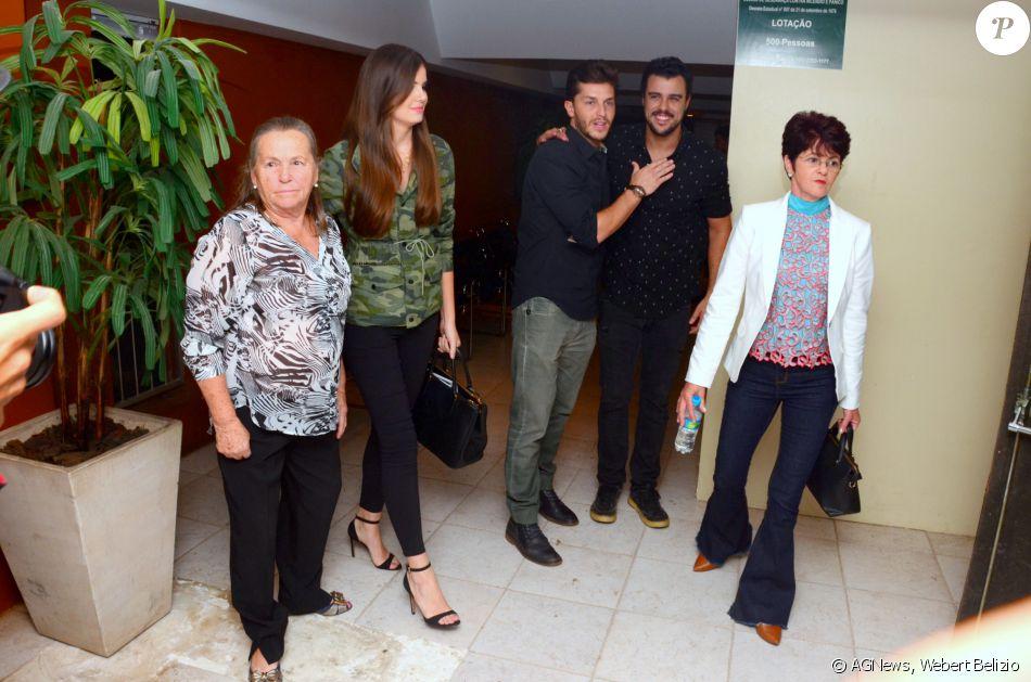 Famosos prestigiam pré-estreia da peça 'Por Isso Fui Embora', no Teatro Clara Nunes, no Rio, nesta segunda-feira, 14 de novembro de 2016