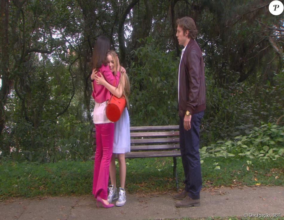Priscila (Giovanna Chaves) é salva por Geraldo (Nando Pradho) e Safira (Dani Moreno) de um homem se passando por seu fã, na novela 'Cúmplices de um Resgate'