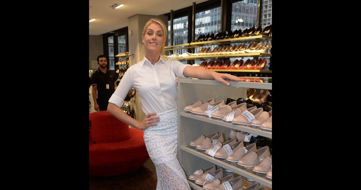 b934409a89a79 Ana Hickmann lança sapatos para a Riachuelo em evento nesta quinta (17) -  Purepeople