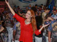 Ellen Rocche usa suéter e calça de couro em ensaio de escola de samba. Fotos!