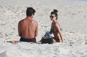 Isis Valverde curte praia ao lado do namorado, André Resende, no Rio de Janeiro
