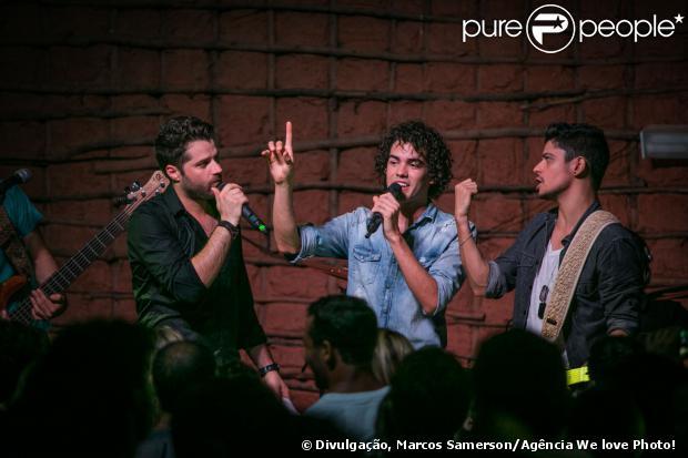 Sam Alves cantou ao lado de André e Kadu, participantes do The Voice, nesta sexta-feira (3) no Rio de Janeiro