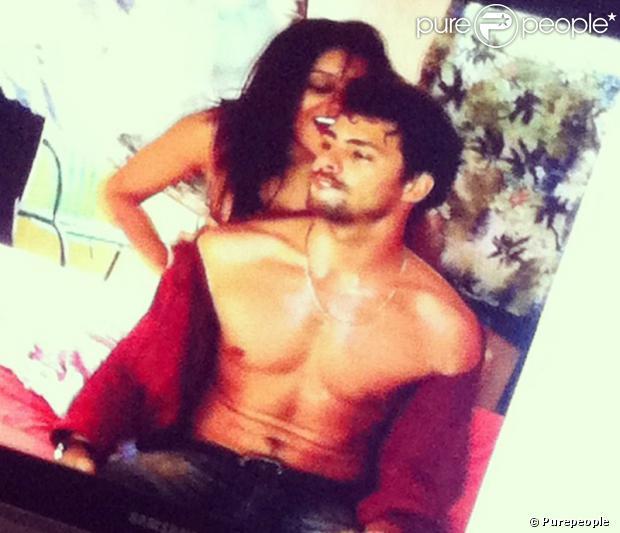 Dira Paes e Cauã Reymond apareceram em cenas quentes logo nos primeiros minutos de 'Amores Roubados'