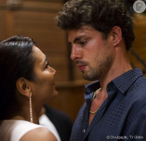 Cauã Reymond e Dira Paes roubaram a cena na estreia de 'Amores Roubados' nesta segunda-feira (06 de janeiro de 2014)