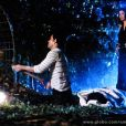 O corpo de Mariah (Lúcia Veríssimo) enterrado por Aline (Vanessa Giácomo) e Ninho (Juliano Cazarré) é encontrado pela polícia, em 'Amor à Vida'