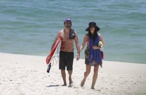 Alinne Moraes, grávida de 5 meses, curte praia com o namorado, Mauro Lima