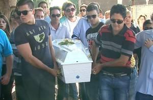 Corpo da filha do cantor Giovani é enterrado no interior de São Paulo