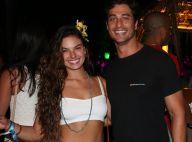 Isis Valverde, com o namorado, exibe novo visual em festa na Bahia. Veja fotos!