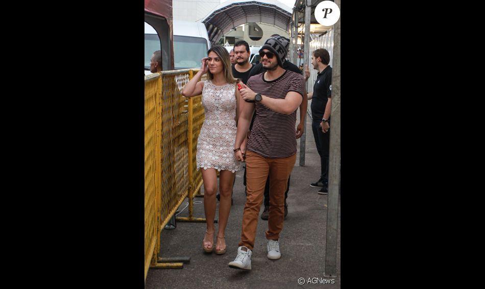 Luan Santana foi flagrado com Jade Magalhães em um show na noite de terça-feira