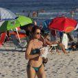 Aos 43 anos, Leticia Spiller exibiu um corpo sequinho na tarde desta quarta (28)