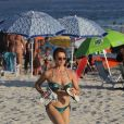 Leticia Spiller, de biquíni, exibe boa forma ao correr na praia da Barra da Tijuca nesta quarta-feira, dia 28 de dezembro de 2016