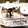 Taylor Swift é flagrada triste e sozinha enquanto saía das Ilhas Virgens depois de terminar o namoro com Harry Styles, na sexta-feira, 4 de janeiro de 2013