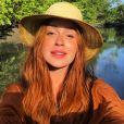 Se vai passear sob sol forte, o chapéu é peça necessária e que também mostra muito estilo. A foto é da passagem de Marina Ruy Barbosa por Alagoas, em janeiro de 2017