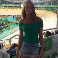 A tendência decote ombro a ombro chegou em Marina Ruy Barbosa e a atriz aposta no hit do verão com short jeans