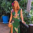 As superfendas também fazem parte do closet de Marina Ruy Barbosa. Em sua viagem à Tailândia, a atriz investiu em um longo florido da grife Agilitá