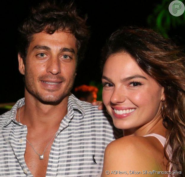 Isis Valverde teve a companhia do namorado, André Resende, na festa Gandaia na Península de Maraú, em Maraú, na Bahia, na noite desta quinta-feira, 29 de dezembro de 2016