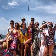 Marina Ruy Barbosa curte passeio de barco com amigas em Fernando de Noronha