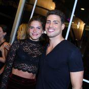 Cauã Reymond posa com a namorada, Mariana Goldfarb, e se declara: 'Pura vida'