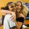 A rivalidade entre Joana e Barbara fica só na ficção! Aline Dias e Barbara França mostram que nos bastidores de gravação de 'Malhação' o clima é de amizade