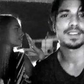 Vídeo: Douglas Sampaio enche Mariana Braguês de beijos em bar e reforça romance