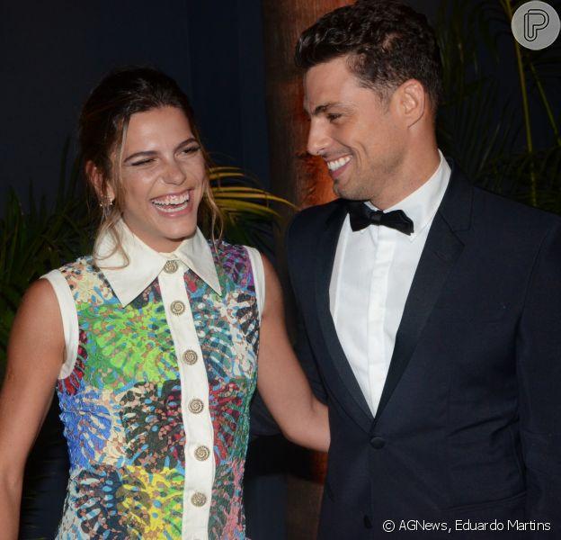 Mariana Goldfarb descarta um casamento com Cauã Reymond por enquanto: 'Estamos namorando', disse ela à edição de janeiro de 2017 da revista 'GQ'
