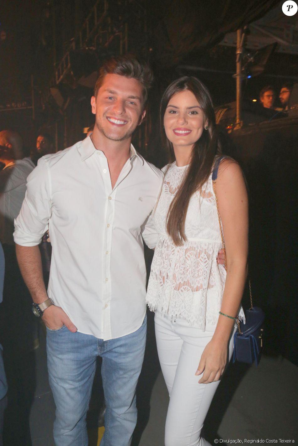 Camila Queiroz e Klebber Toledo curtem espetáculo 'Fuerza Bruta' no Rio de Janeiro, nesta sexta-feira, 6 de janeiro de 2016