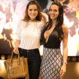 Acompanhada da amiga Carla Prata, Rayanne Morais assistiu a peça 'Só pra se divertir', estrelada pelo ator Eri Johnson,  no Teatro dos Grandes Atores, na Barra da Tijuca, Zona Oeste do Rio de Janeiro, nesta sexta-feira, 6 de janeiro de 2016