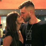Carol Nakamura, de 'Sol Nascente', beija o namorado em estreia de peça. Fotos!