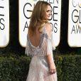 Com superdecote nas costas, Drew Barrymore investiu em fios soltos