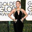 Para prestigiar o Globo de Ouro 2017,Blake Lively apostou em um vestido da grife Atelier Versace