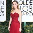 Brie Larson apostou em um vestido tomara que caia da grife Rodarte