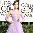 A atriz Hailee Steinfeld apostou em um vestido estilo princesa, com saia godê, da grife Vera Wang