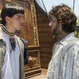 Piatã (Rodrigo Simas) a princípio não simpatiza com Martinho (Chay Suede), pois pensa que ele é só um aventureiro que quer se divertir com sua irmã, na novela 'Novo Mundo'